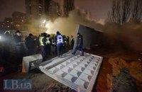 Жители Никольской Слободки снесли бетонный забор скандальной стройки