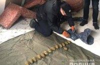 У селі біля Рівного знайшли схованку з 15 гранатами і гранатометом