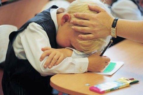 Мешканку Одеської області притягнули до відповідальності за те, що забувала забирати сина зі школи