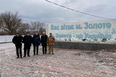"""Посли країн """"Вишеградської четвірки"""" відвідали КПВВ """"Золоте"""" в Луганській області"""