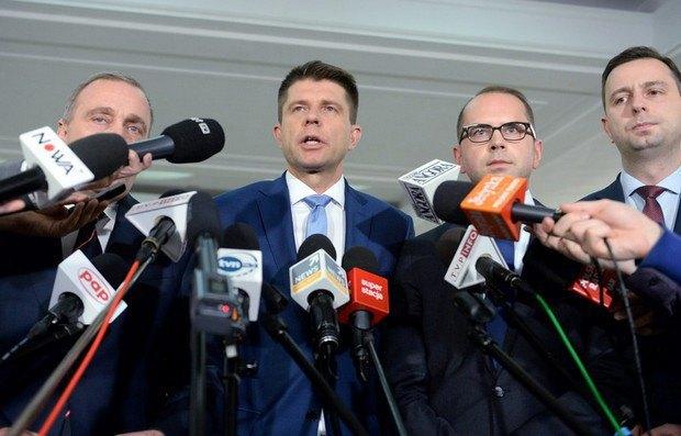 Лидеры оппозиции Гжегож Схетына, Ришард Петру, Михал Щерба, Владислав Косиняк-Камыш (слева - направо)