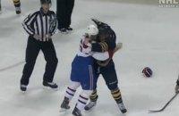 В матче НХЛ произошла очередная яркая драка