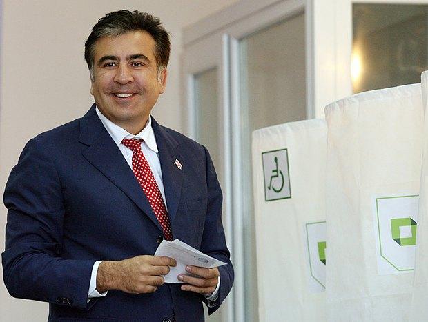 Президент Грузии Михаил Саакашвили на избирательном участке