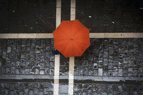 В Україні збережеться тепла погода, на значній території України завтра дощ