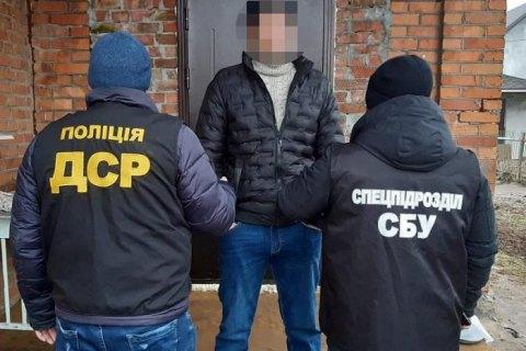 На Хмельниччині поліція затримала кримінального авторитета за незаконний перетин кордону