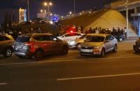 """Возле """"Левобережной"""" в Киеве с моста упал автомобиль"""