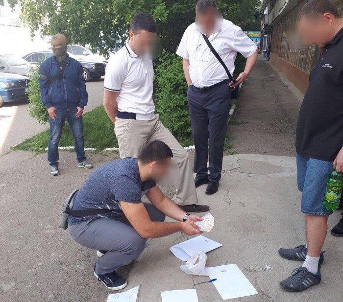 Начальники ГАК «Хлеб Украины» попались навзятке в200 тыс.