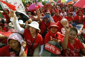 В Бангкоке прошла 50-тысячная демонстрация сторонников правительства