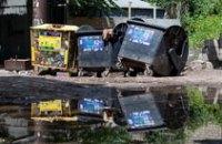 В Днепропетровске мусоросборники защитили от ветра и дождя за 5 млн грн