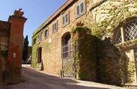 В Италии продается замок детства Карлы Бруни