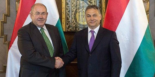 Виктор Орбан и Иштван Пастор (слева)