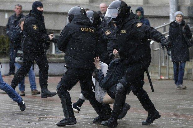 Затримання учасника протестів в Білорусі