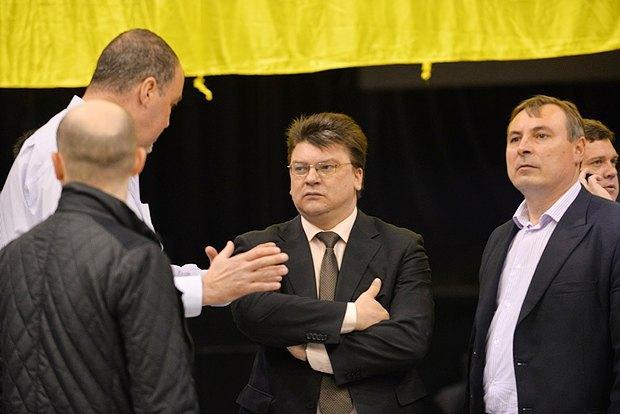 Игорь Жданов - в центре