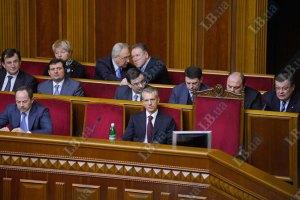 """Азаров срочно уехал в командировку перед """"часом вопросов к правительству"""""""
