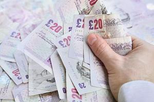 Восьмилетний британец руководит предприятием и зарабатывает тысячи