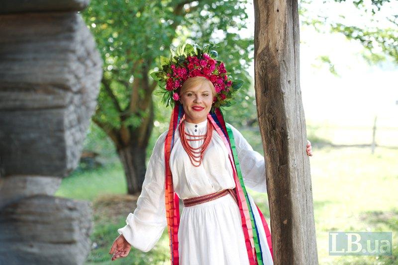 На Ганні Стешенко – парламентській кореспонденці LB.ua – весільне вбрання, зшите із серпанкового полотна