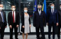 Порошенко зустрівся з послами Балтійських і Скандинавських країн в Україні
