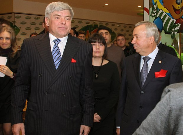 Игорь Гуменюк(слева) и мэр Донецка Александр Лукьянченко