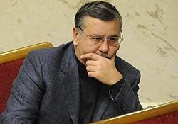 Гриценко закликав власників зброї вийти на захист Майдану