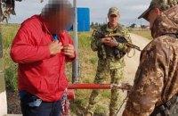 Чоловік, якого чотири роки розшукували за вбивство, намагався втекти в окупований Крим