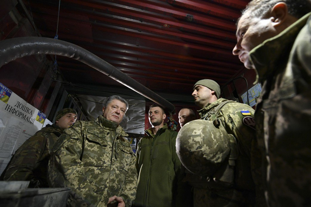Президент України Петро Порошенко на ротно-опорному пункті 79 ОДШБ на Приазов'ї