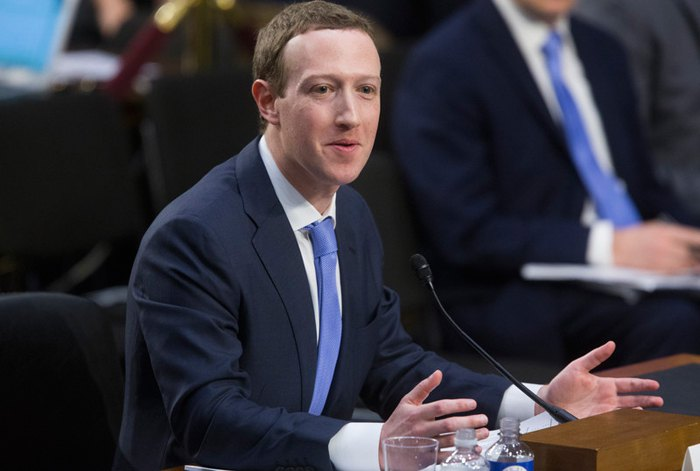 Марк Цукерберг выступает во время слушаний в Сенате 10 апреля 2018.