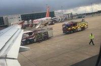 """Самолет авиакомпании """"Россия"""" наехал на ногу сотруднику аэропорта в Лондоне"""