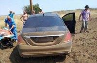 На трасі Одеса-Київ автомобіль насмерть збив торговця кавунами і покупця