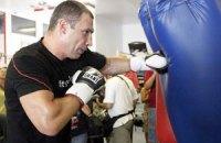 Боксерская груша оторвалась под ударами Кличко