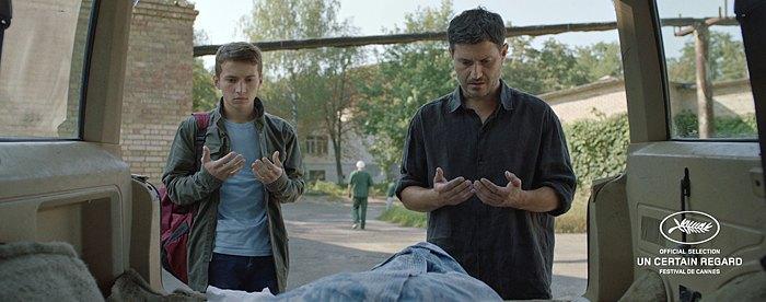 Кадр з фільму Додому