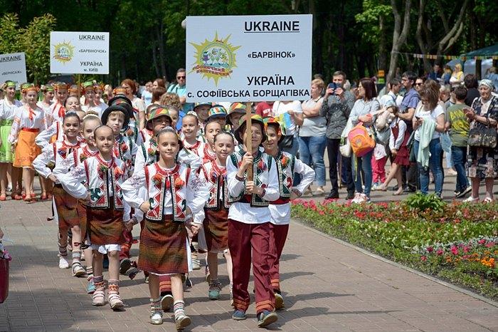 Учасники міжнародного фестиваль «Сонячний каштанчик»