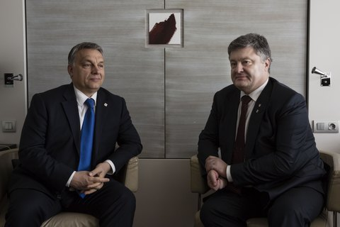 Порошенко в Брюсселе обсудил вопрос санкций против РФ с премьером Венгрии