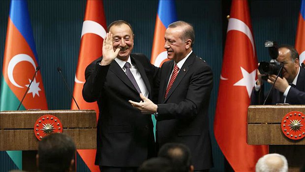 Президент Азербайджана Ильхам Алиев и президент Турции Реджеп Тайип Эрдоган во время пресс-конференции в Анкаре, 15 марта 2016 года