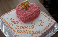 Харківську вчительку позбавили класного керівництва через цькування учениці, чиї батьки не здали гроші на торт