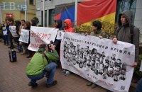 Біля посольства Німеччини в Києві пройшов пікет проти зняття санкцій з Росії