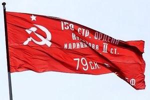В Запорожье скупают красные флаги