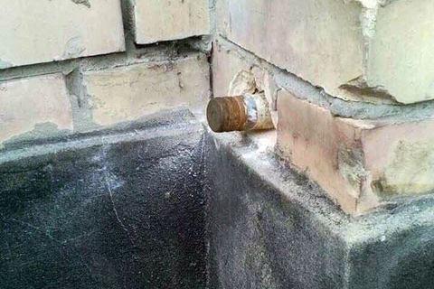 УМар'їнці встіні дитячої спортивної школи виявили снаряд, щонерозірвався