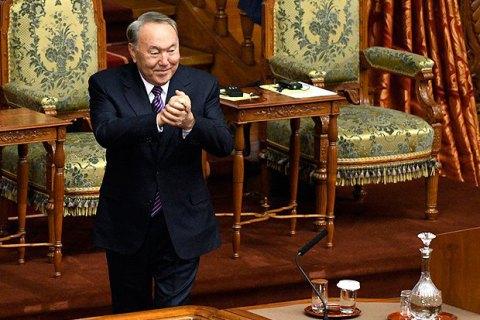 Назарбаєву дозволили довічно керувати Радою безпеки Казахстану