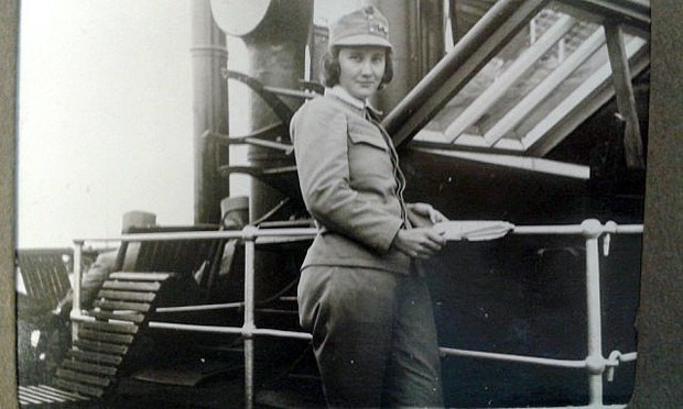Перша у світі жінка-офіцер українка Олена Степанів