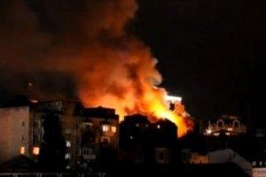 МЧС: в старинном киевском доме загорелся верхний этаж