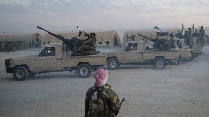 Солдаты сирийской национальной армии при поддержке турецкой армии готовятся к военной операции против курдских сил на севере Сирии, 8 октября 2019.