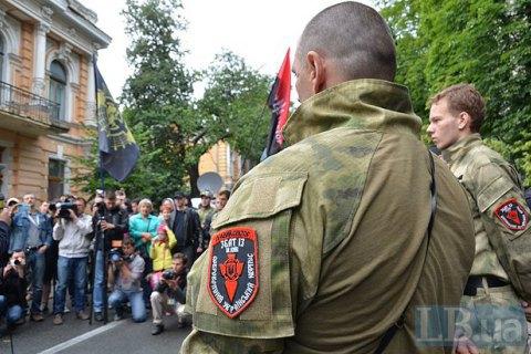 """""""Правий сектор"""" заявив, що має право ходити вулицями зі зброєю"""