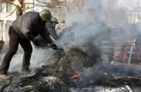 В центре Киева начали разбирать баррикады