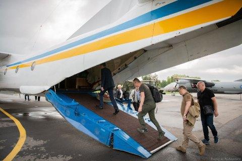 Члени ЦВК на вертольоті прибули на 50-й округ у Донецькій області за документами