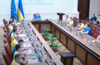 Усі українські міністри прийшли на засідання уряду у футболках збірної України