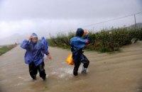На восток Китая обрушился мощный тайфун, есть жертвы