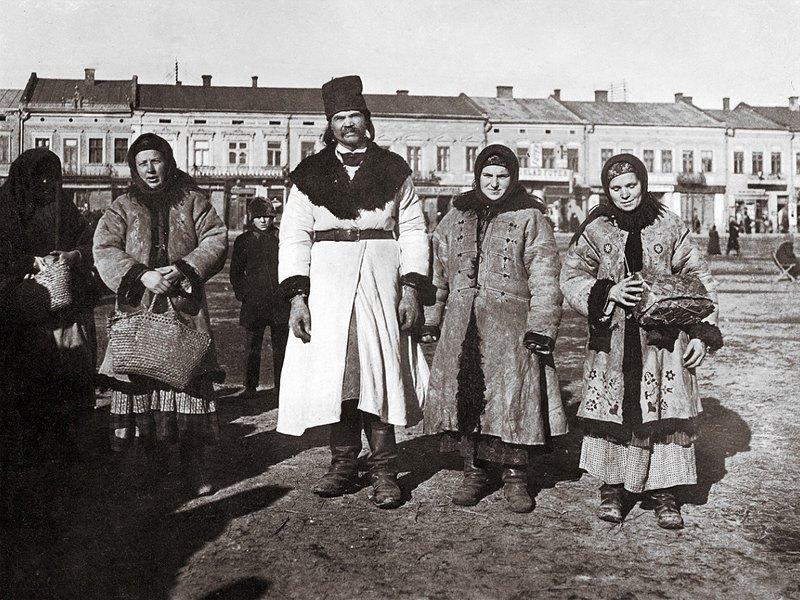 Русины в праздничных костюмах