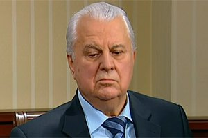 Янукович поздравил Кравчука с юбилеем и дал орден