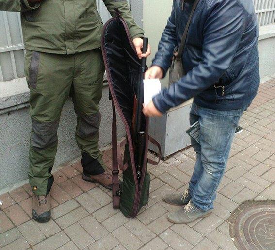 Под Радой схвачен вооруженный мужчина: милиция установила личность нарушителя