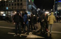 На Майдане люди в балаклавах взрывали петарды